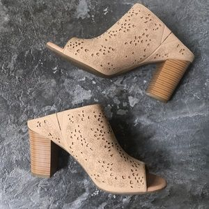 solesensability / Floral Tan Cutout Peep Toe Mules